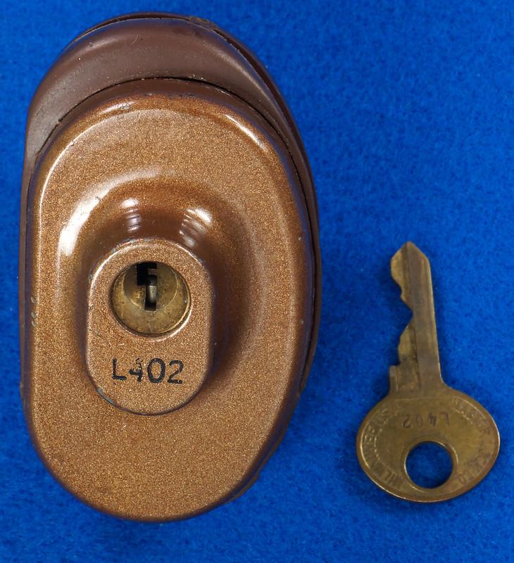 RD24661 Vintage Master Lock MADE IN USA! L402 Gun Lock, Trigger Lock DSC03314
