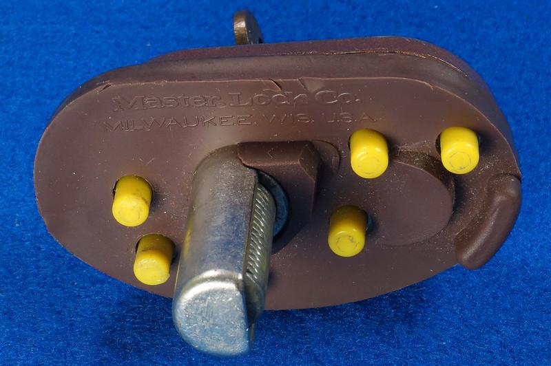 RD24661 Vintage Master Lock MADE IN USA! L402 Gun Lock, Trigger Lock DSC03318