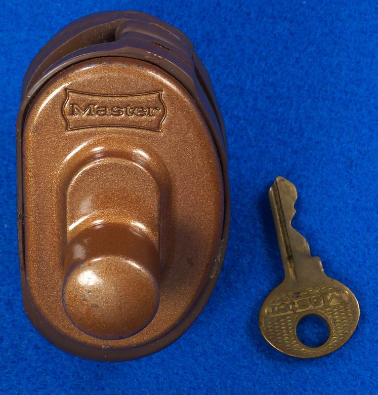 RD24661 Vintage Master Lock MADE IN USA! L402 Gun Lock, Trigger Lock DSC03315
