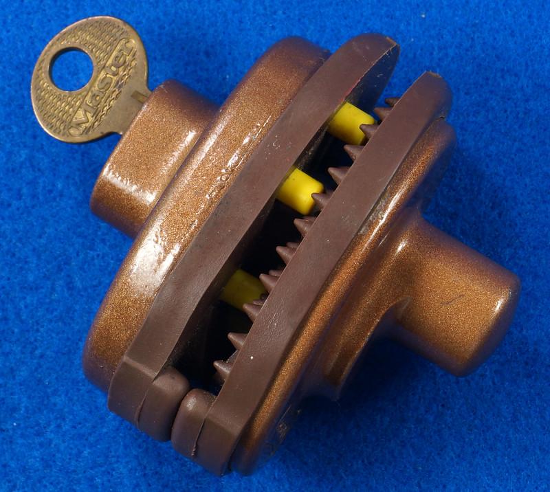 RD24661 Vintage Master Lock MADE IN USA! L402 Gun Lock, Trigger Lock DSC03313
