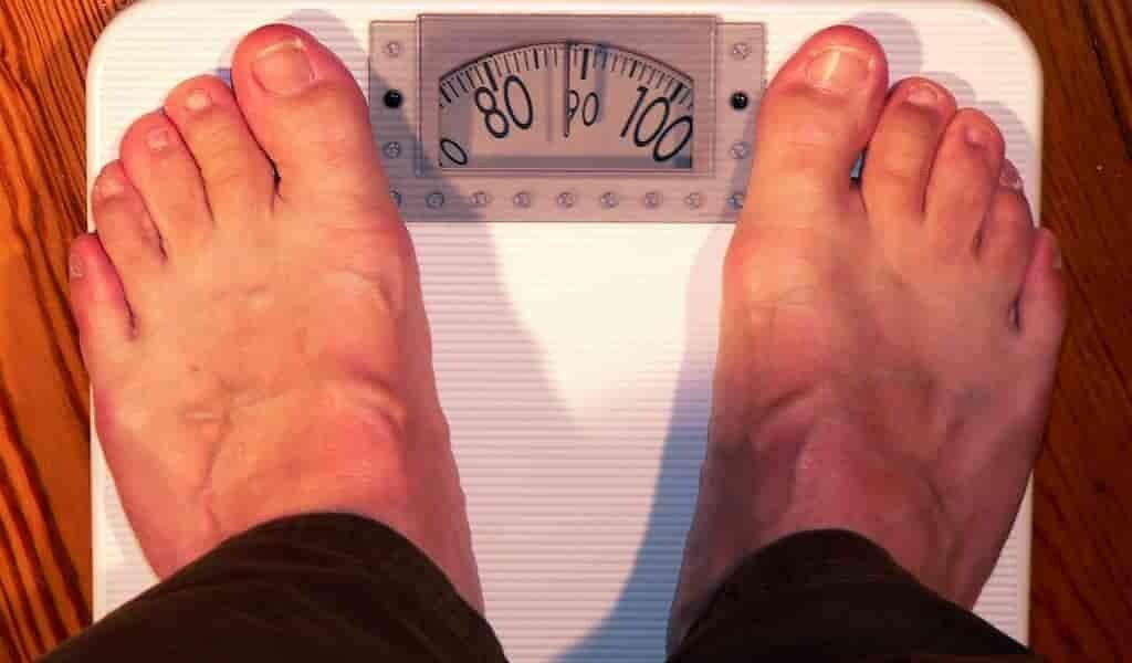 Les femmes estiment mieux leur poids que les hommes