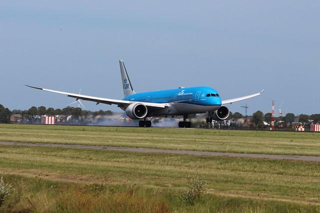 2019-08-22; 0125. KLM Boeing 787-9 Dreamliner, PH-BHA. IJweg, Vijfhuizen.