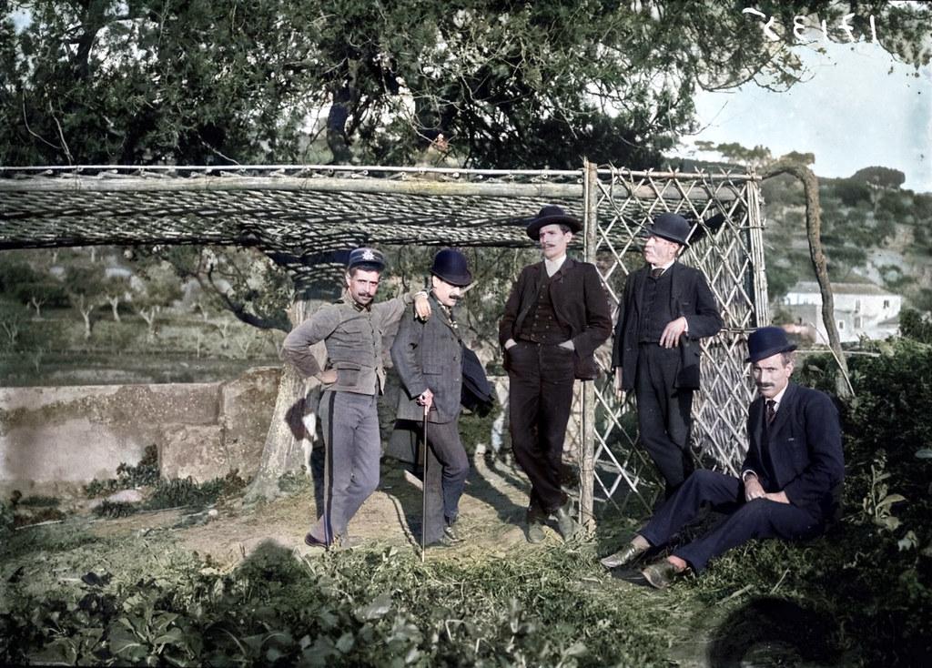 Grupo de homens, Retiro da Perna de Pau ao Areeiro, c. 1900. Fototipia animada de original de A. n/ id., in archivo photographico da C.M.L.
