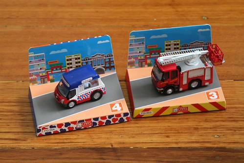 Pull back action Hong Kong ice cream truck and fire truck by 'Cars Workshop'