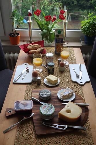 Frühstück am 1. Mai (Tischbild)