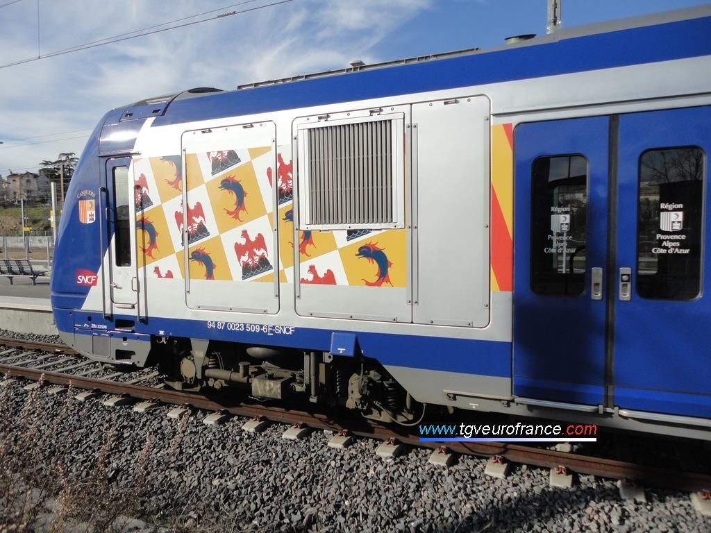 L'automotrice Z23509-Z23510 TER SNCF dans la gare aubagnaise