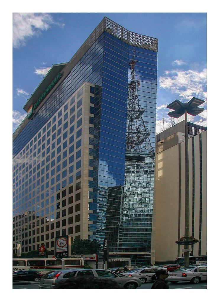 Avenida Paulista reflection (2) (Inverted Manhattanism)