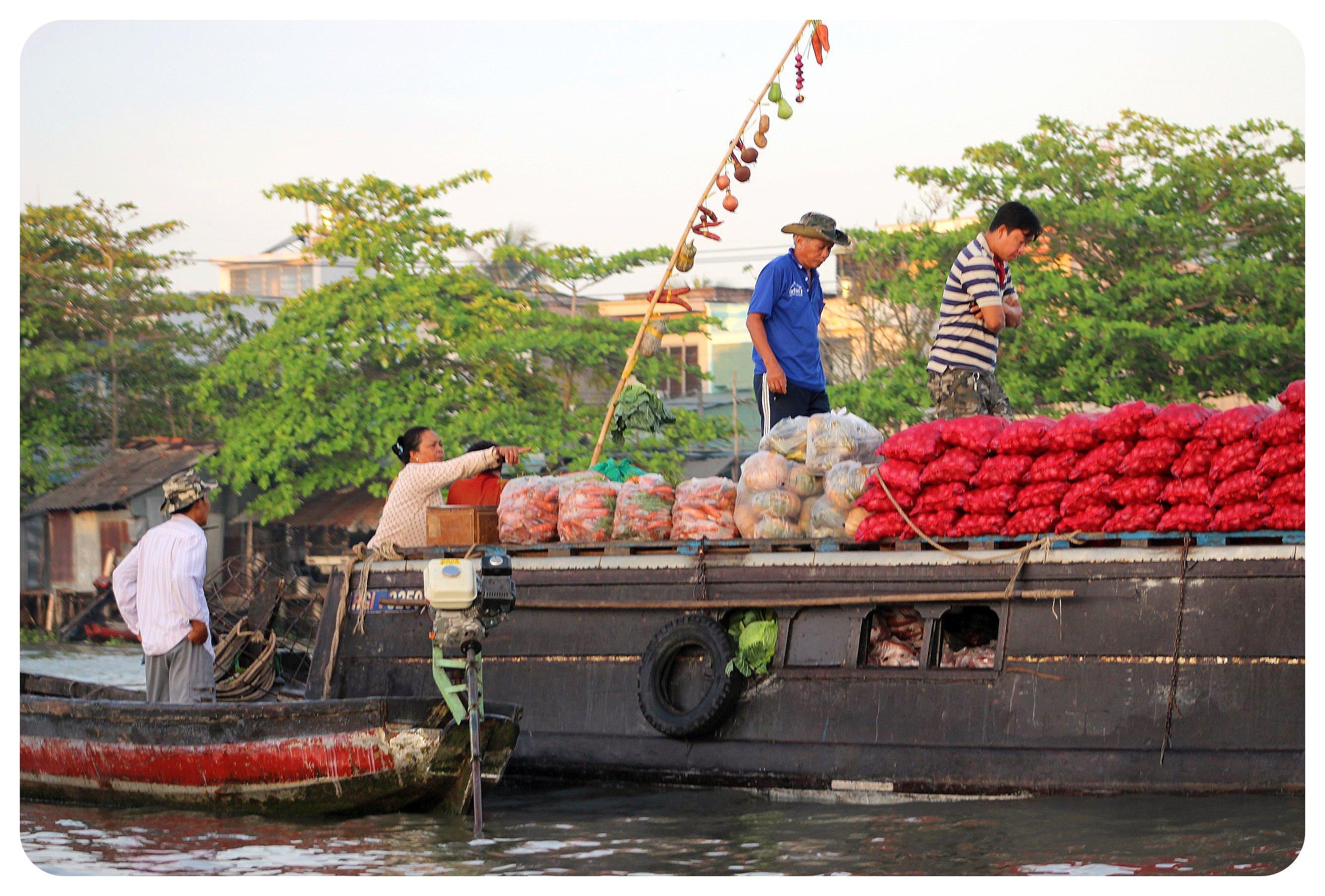 mekong delta floating market1