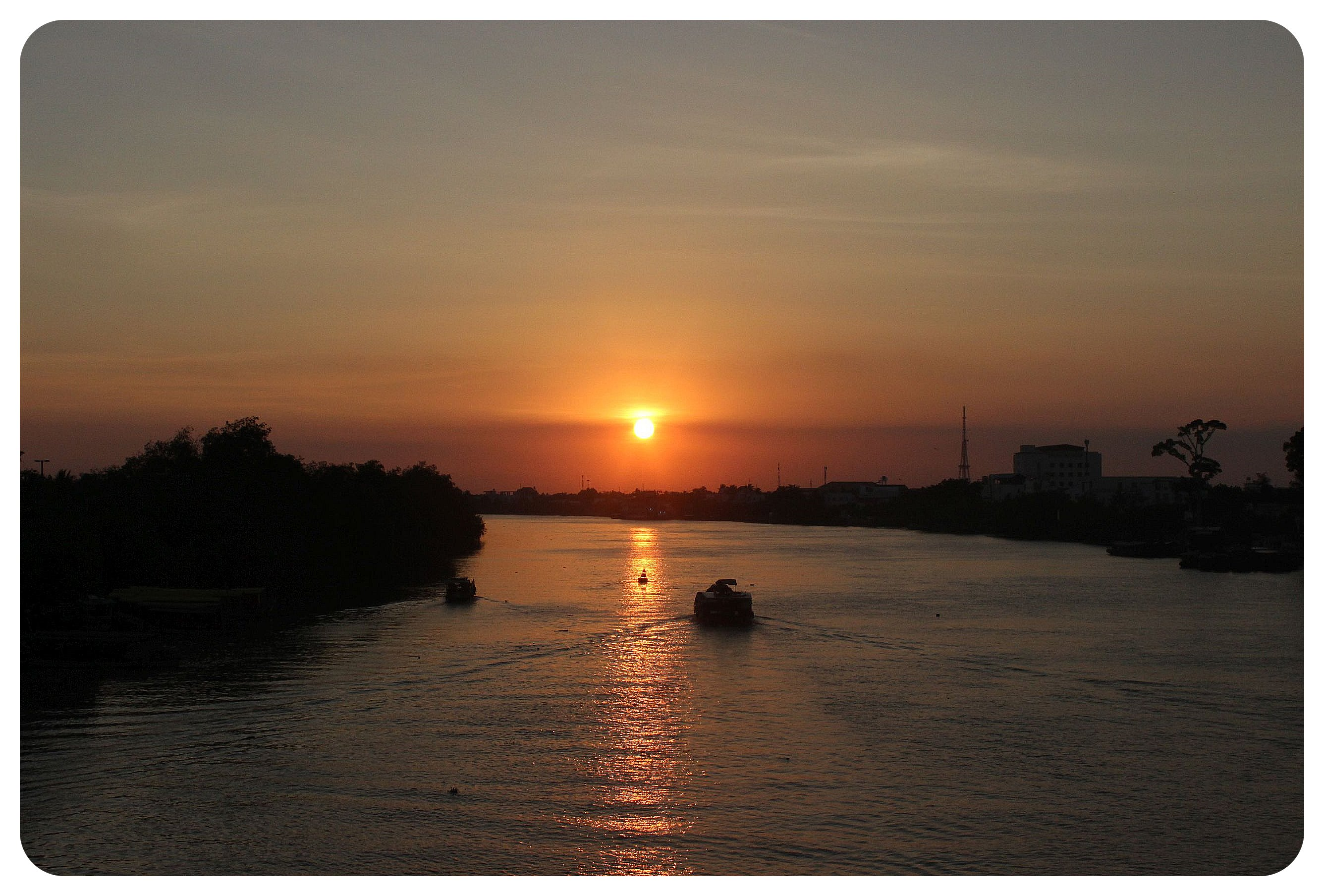 ben tre river sunset