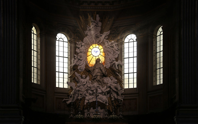 The main altar of Cathedral of Naples depicts the resurrected Christ