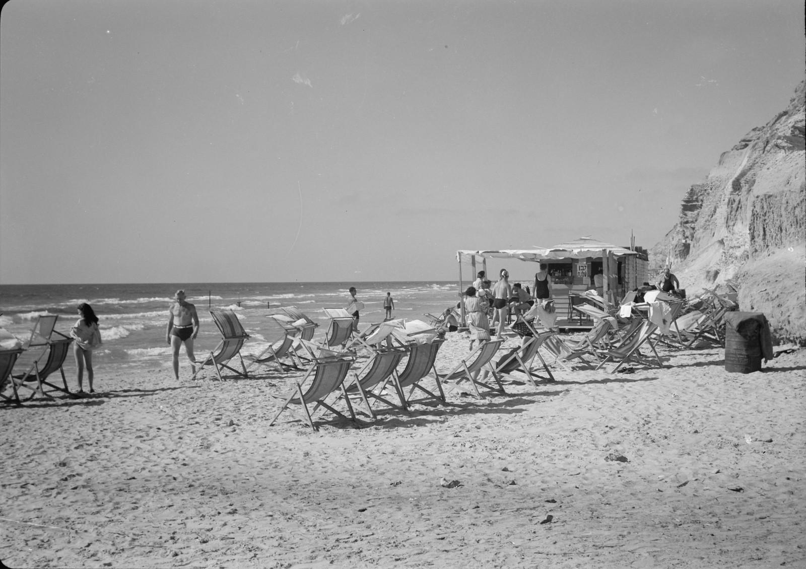 Нетания. На городском пляже.