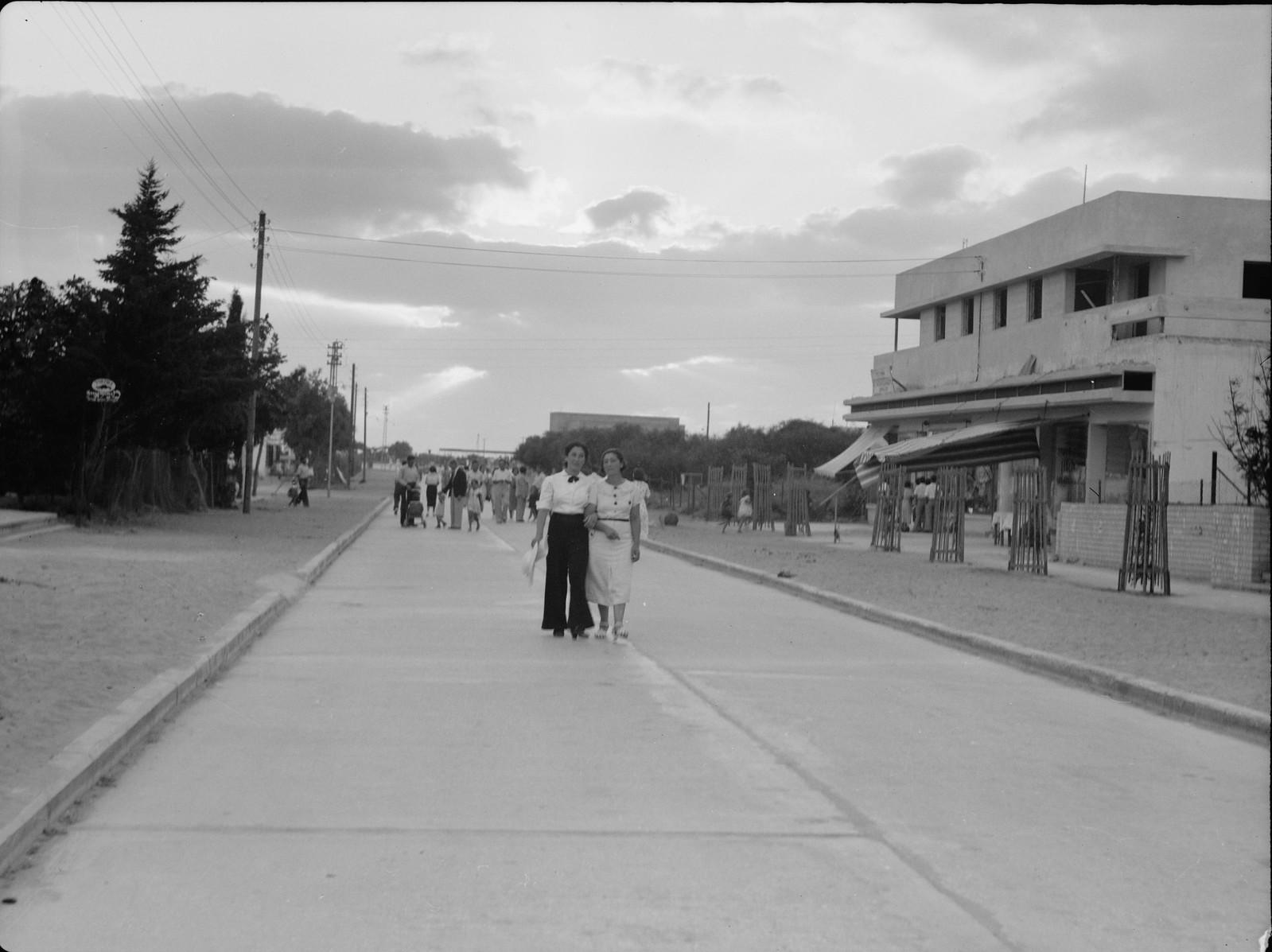 Натания. Главная улица