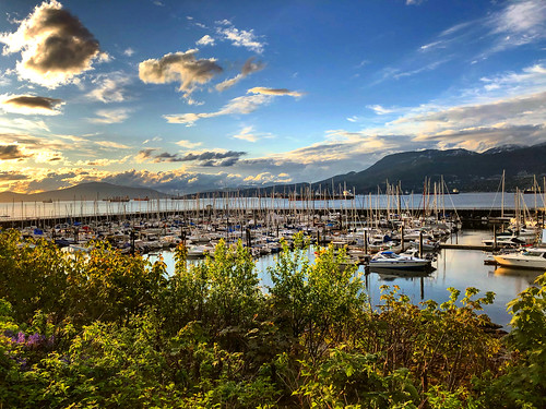 ocean sunset sky cloud mountain mountains vancouver clouds evening waterfront pacificocean spanishbanks viewpoint vancity sailboat marina boats dock yacht yachts sailboats