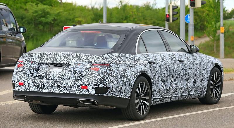 2021-Mercedes-Benz-S-Class-spy-shots-11