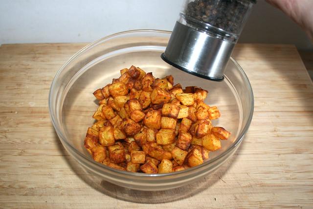 23 - Kartoffelwürfel abschmecken / Taste diced potatoes