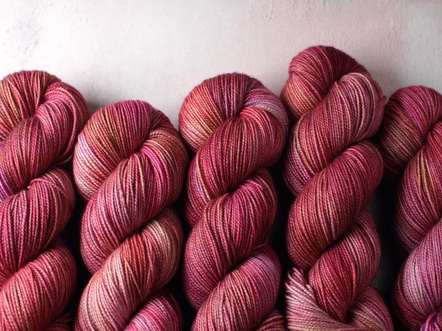Favourite Sock – hand-dyed superwash merino wool yarn 4 ply/fingering 100g – 'Blushed'