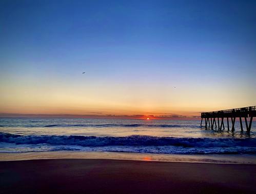 ocean sea birds sunrise surf fishingpier verobeach iphone11promax beach dawn waves