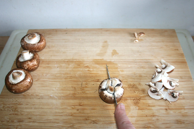 17 - Champignions vierteln / Quarter mushrooms