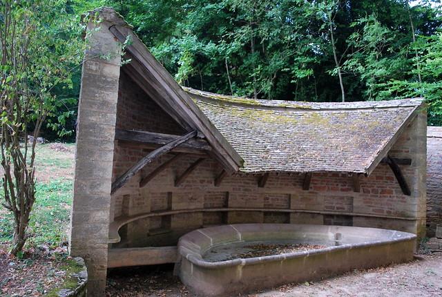 Givry (71), hameau de Cortiambles, lavoir