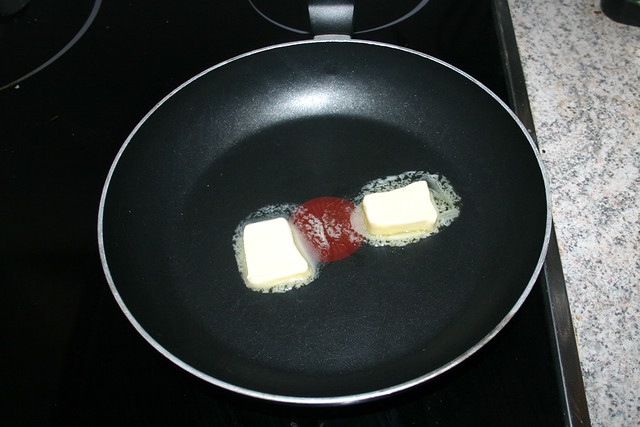20 - Butter in Pfanne schmelzen / Melt butter in pan