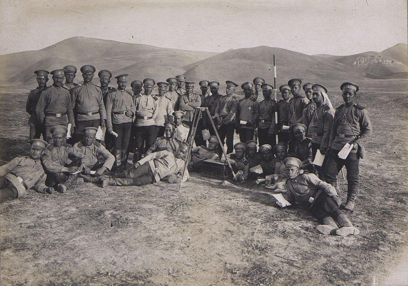 08. Группа военных-топографов