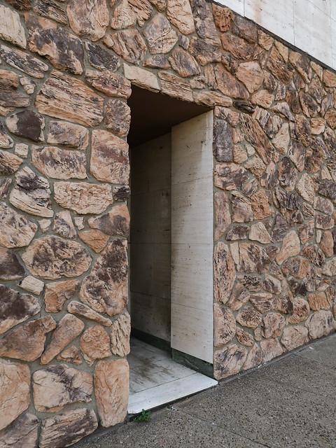 Good doorway into good stone veneer.