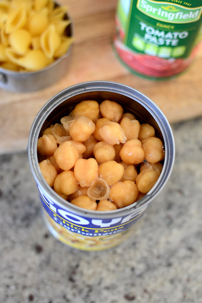 A can of garbanzo beans