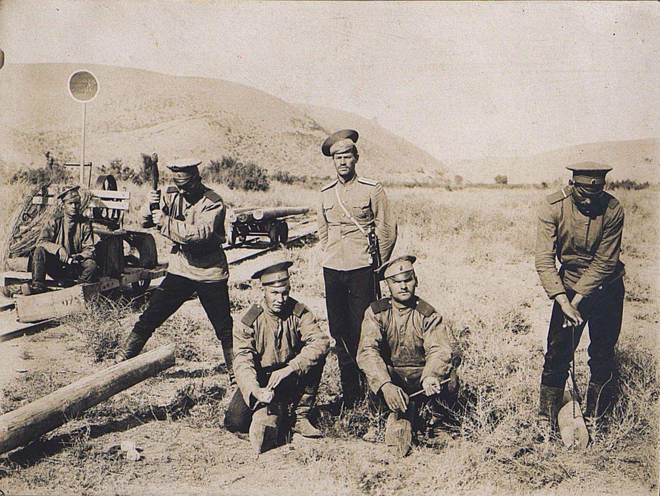 04. Работа отряда по отделке шпал узкоколейной железной дороги