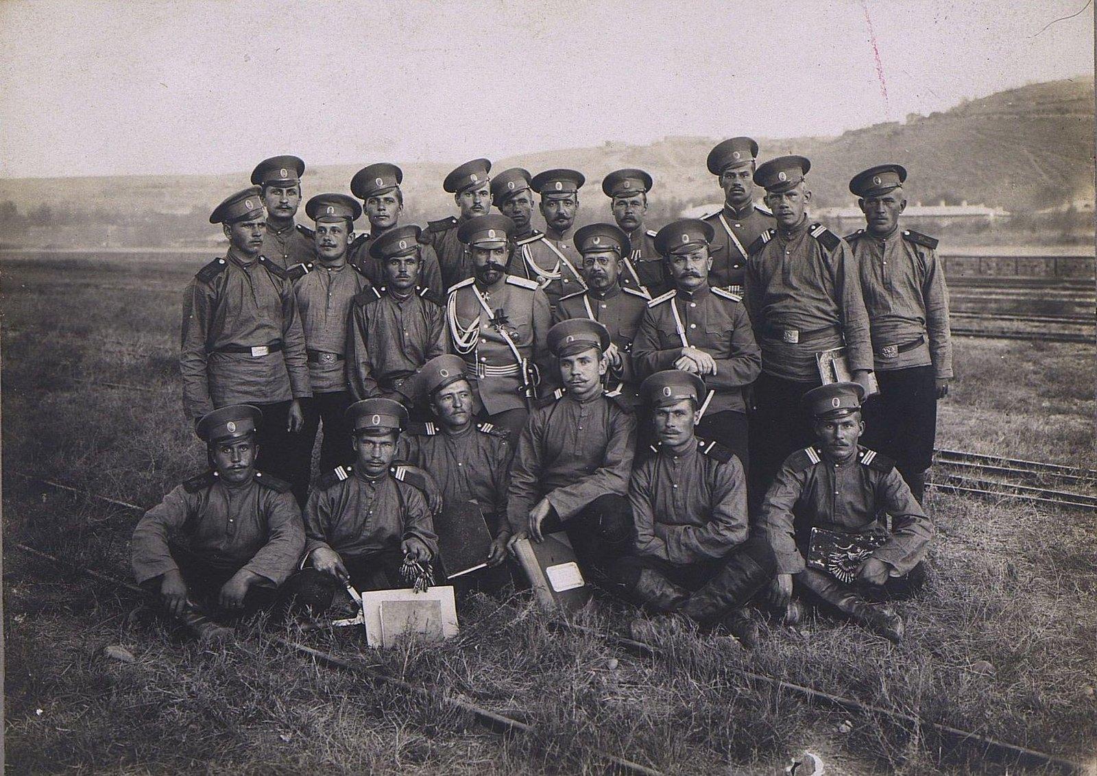 01. Группа военных
