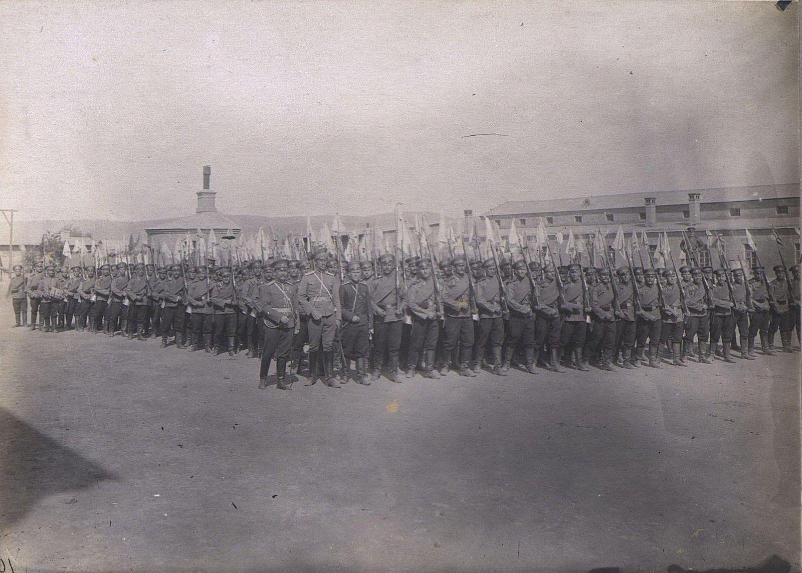 13. Отряд военных с флажками на штыках