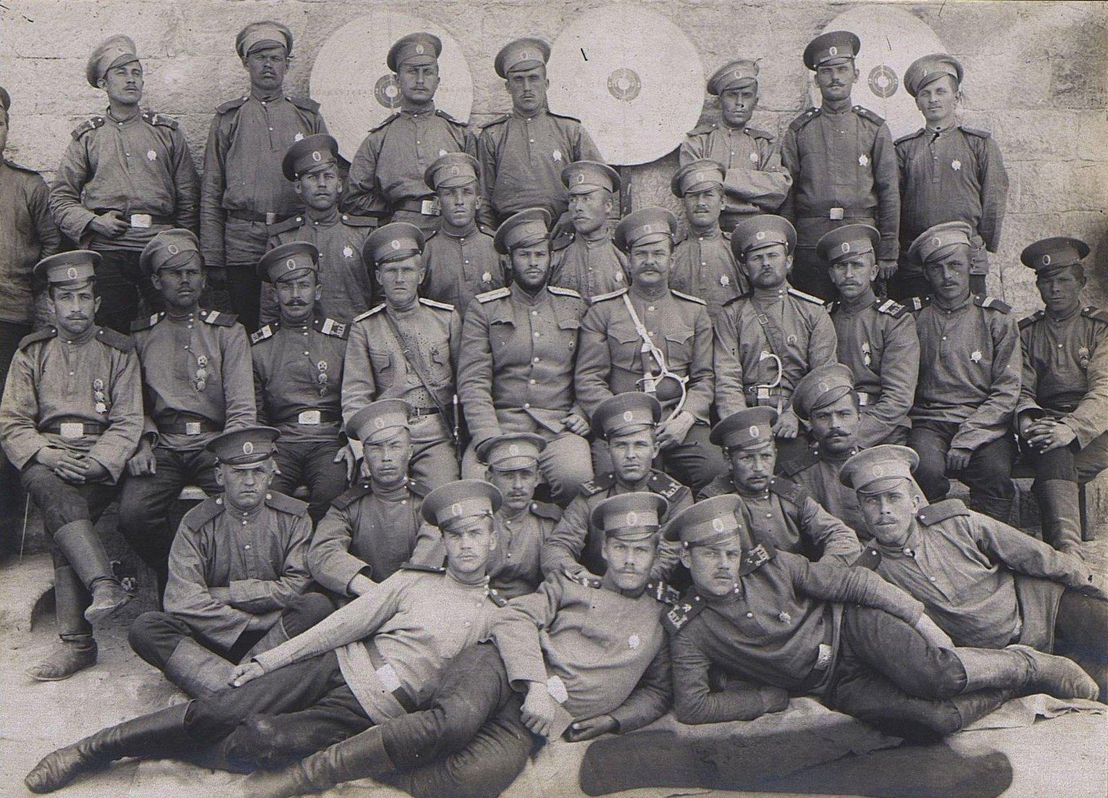 12. Группа военных