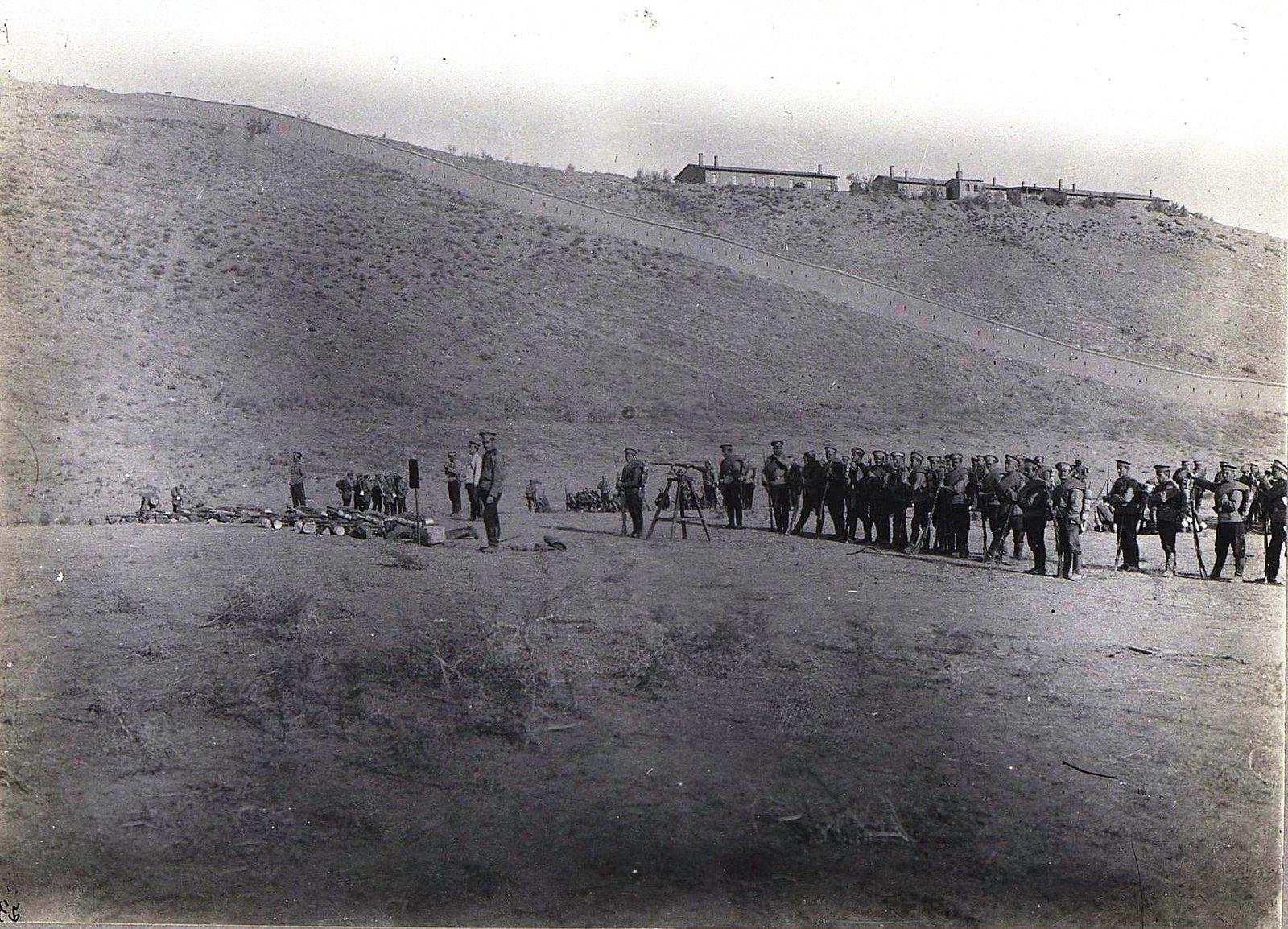11. Отряд солдат на ученье