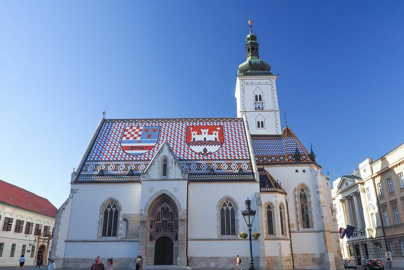 繪有克羅地亞王國和扎格瑞布徽章的聖馬爾谷教堂