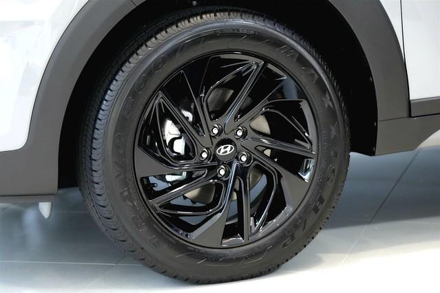 價值三萬的TUCSON Shadow Shine夜幕跑旅套件 18吋炫黑渦輪式鋁圈