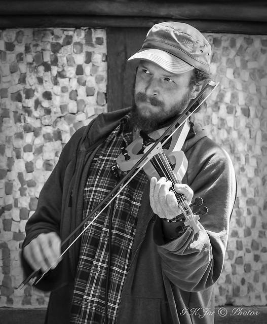 Street Fiddler-03414