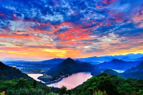 taiwan taoyuan sky borningclouds skyspace redclouds shimen damdahan river sunrise dawn outdoors scenery 台灣 桃園縣 龍潭鄉 石門水庫 晨曦 火燒雲 彌陀山