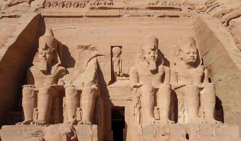 les-Égyptiens-voyaient-le-ciel-comme-une-cuve-en-fer