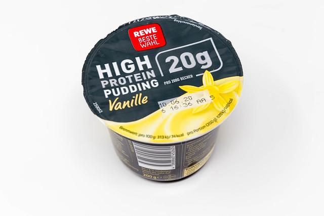 High Protein Pudding Vanille von REWE Beste Wahl vor weißem Hintergrund
