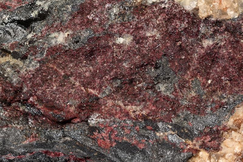 紅簾石 / Piemontite