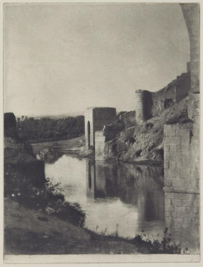 Baño de la Cava fotografiado en 1913 por James Craig Annan (titulada Old Walls)