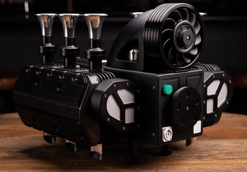 5e32a98908b7051726cde388_Espresso-Veloce-RS-Black-Edition0006
