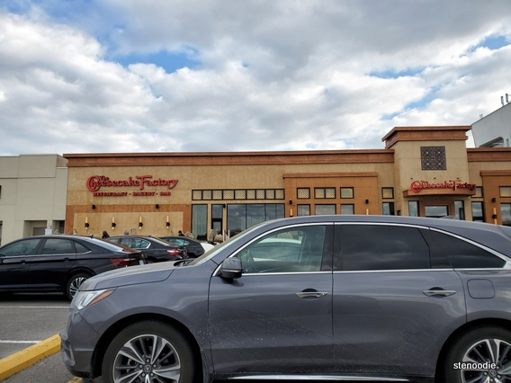The Cheesecake Factory Yorkdale exterior