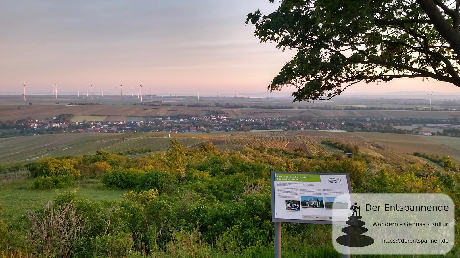 Blick auf Bechtolsheim vom Petersberg (Rheinhessen), Blick zum Taunus, Sage von den drei Schwestern
