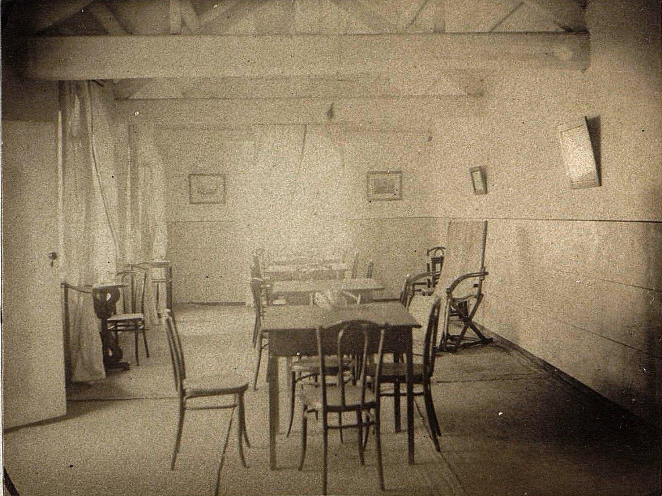 1898. Китай, г. Талиенван. Внутренний вид Талиенванского морского собрания. Июль.