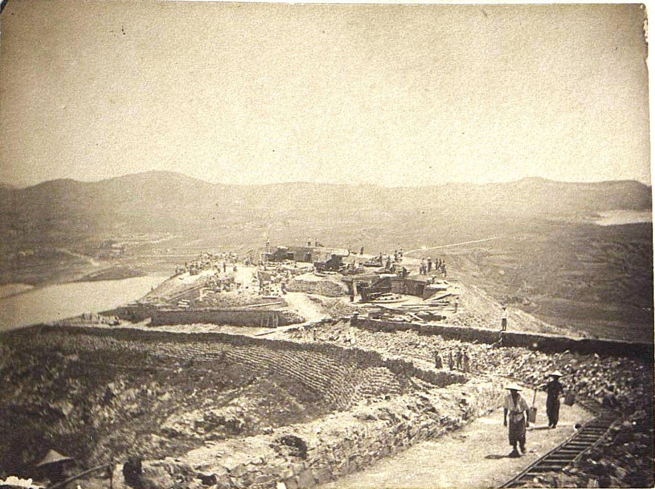 1898. Талиенван. Полуразрушенный японцами форт. Июль.