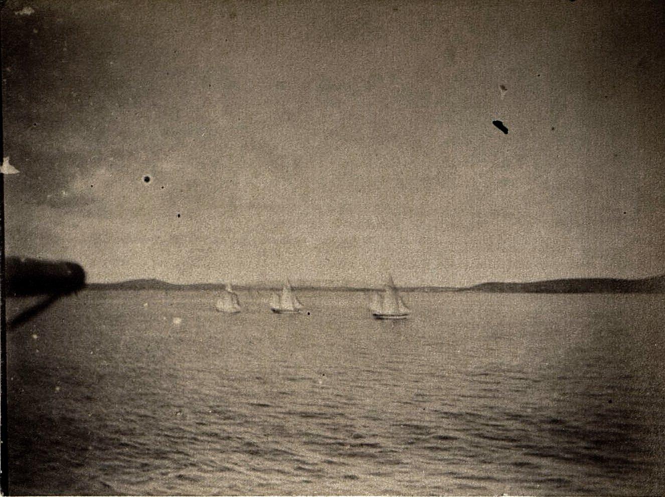 1898. Китай, г. Талиенван. Катание на шлюпках
