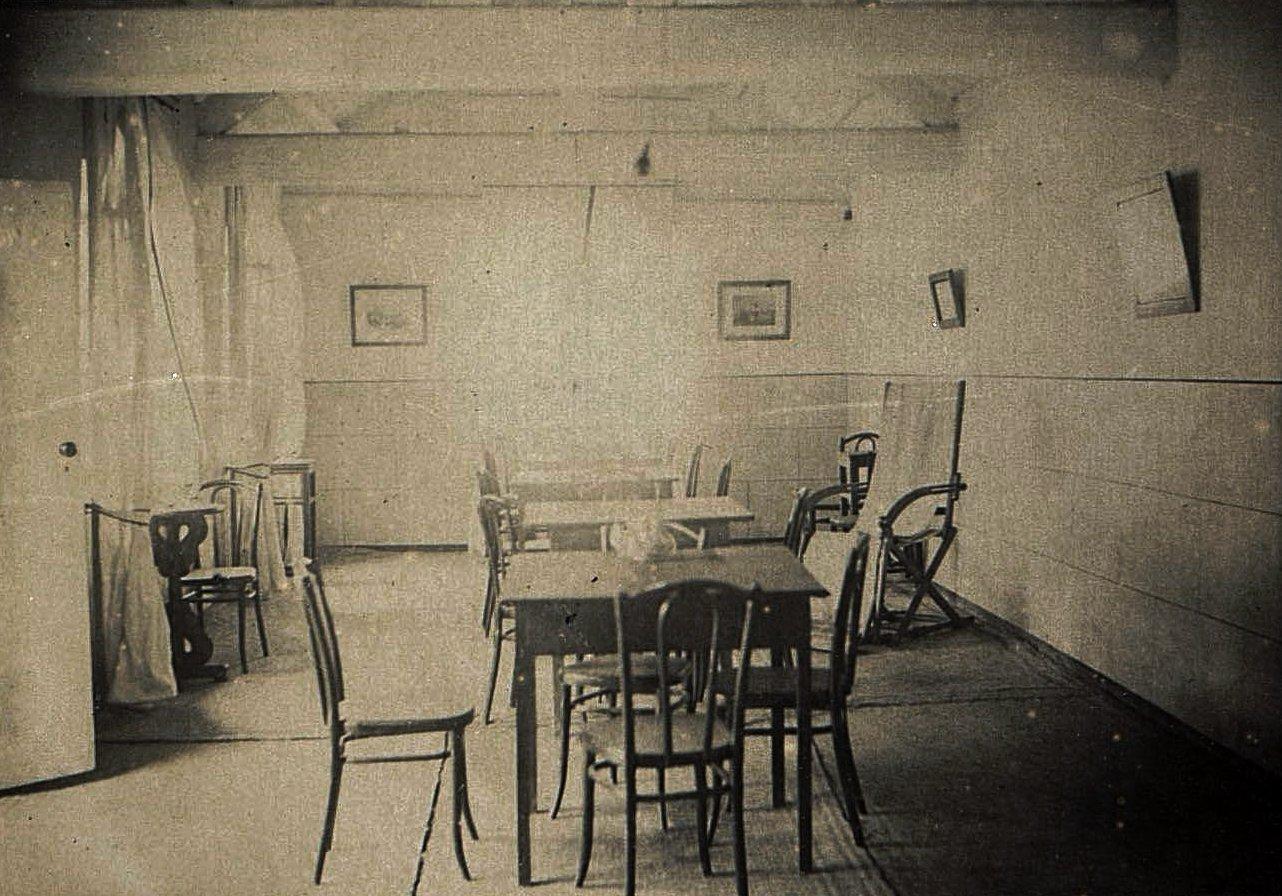 1898. Китай, г. Талиенван. Внутренний вид Талиенванского морского собрания. Июль