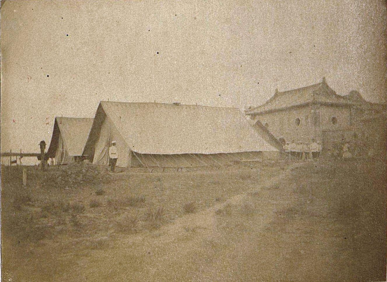 1898. Китай, г. Талиенван. Бараки сухопутных войск. Август