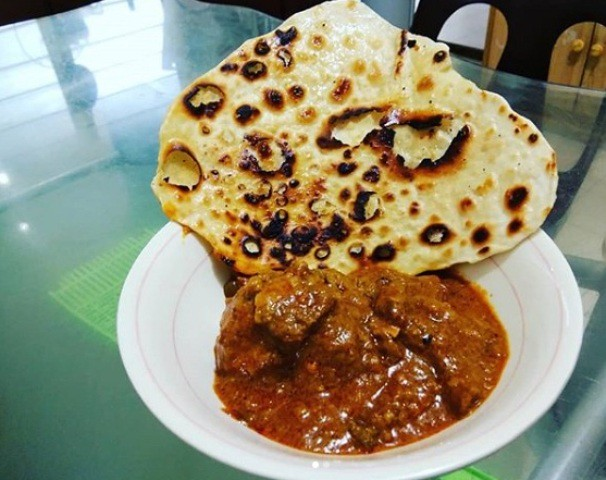 Lamb curry and roti