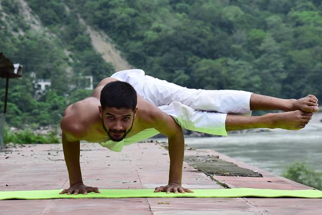 Yoga Asana Astavakrasana